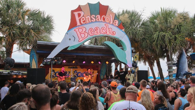 Craig Campbell performs during a Cat Country Close Up at Flounder's on Pensacola Beach.