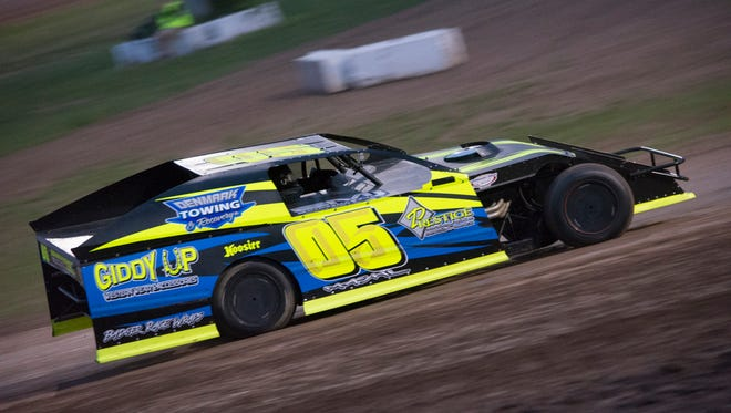 De Pere's Mike Mashl is one of 14 area modified drivers heading to Mississippi Thunder Speedway in western Wisconsin next weekend for a $40,000-to-win race.