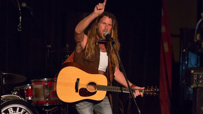 Grayson Capps returns to Vinyl Music Hall on Saturday.