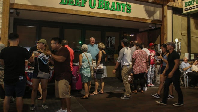 Over a dozen downtown restaurants participated in the Tastemakers restaurant crawl on Saturday, August 26, 2017. Beef O' Brady's offered passport-holders boneless wings and Picker's blueberry lemonade.