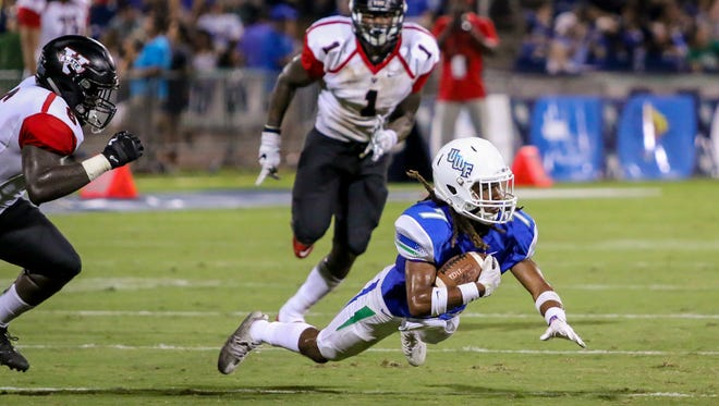 UWF wide receiver Antoine Griffin (7) makes a quick catch and dives to the ground to stop the clock before immediately calling a timeout with three seconds left in the second quarter against Valdosta State at Blue Wahoos Stadium on Saturday, Sept. 23, 2017.  The Argonauts kicked a field goal on the next play.