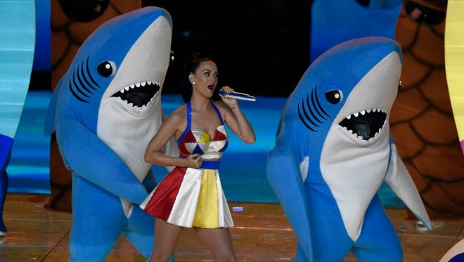 Feb 1, 2015; Glendale, AZ, USA; Recording artist Katy Perry performs during the half time show in Super Bowl XLIX at University of Phoenix Stadium. Mandatory Credit: Kirby Lee-USA TODAY Sports ORG XMIT: USATSI-185920 ORIG FILE ID:  20150201_rvr_al2_207.jpg