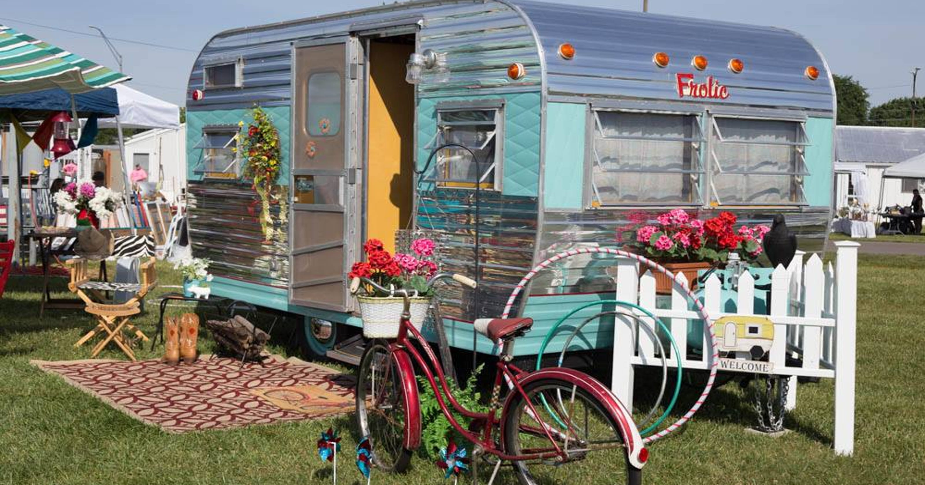 Vintage Campers Perfect For Summer Road Trips In Style