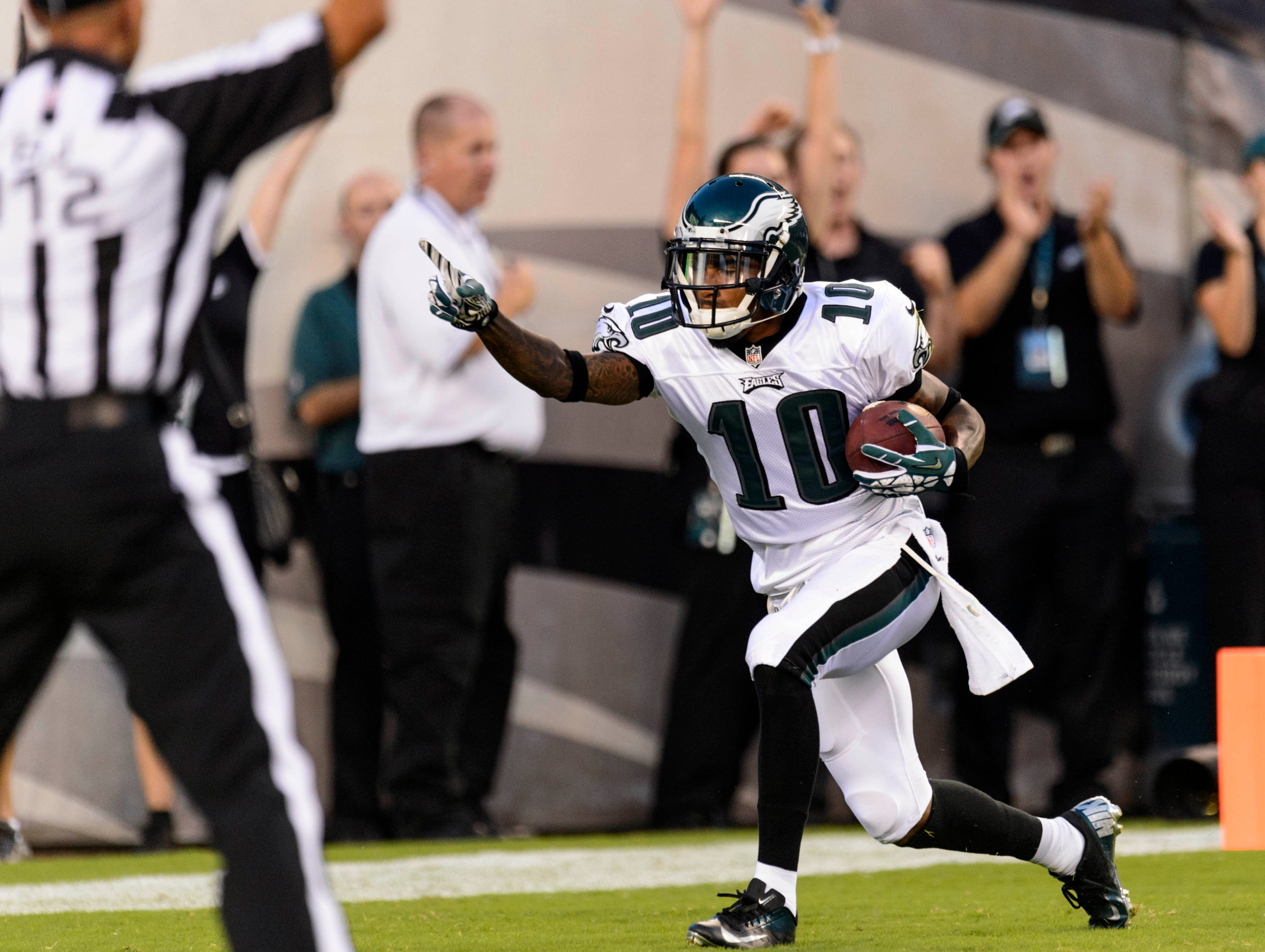 Philadelphia Eagles wide receiver DeSean Jackson (10) carries for a touchdown during the first quarter against the New England Patriots at Lincoln Financial Field.