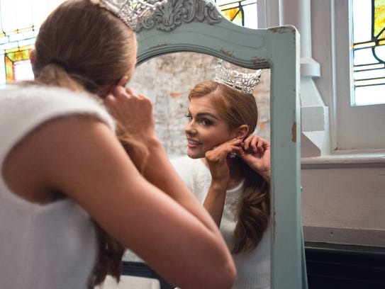 Alice Magoto, Miss Ohio 2016, gets ready during her