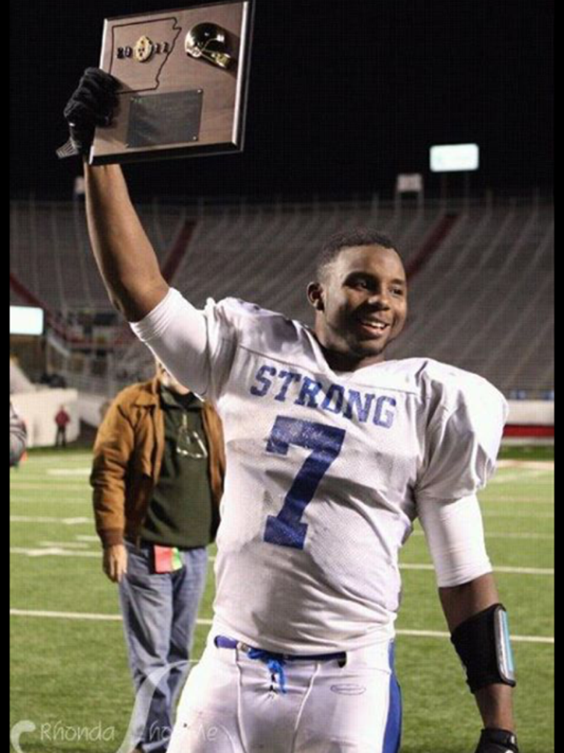 Kenneth Dixon holds up the Class 2A state championship