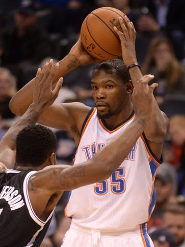 Kevin Durant (35) scored a game-high 30 points for