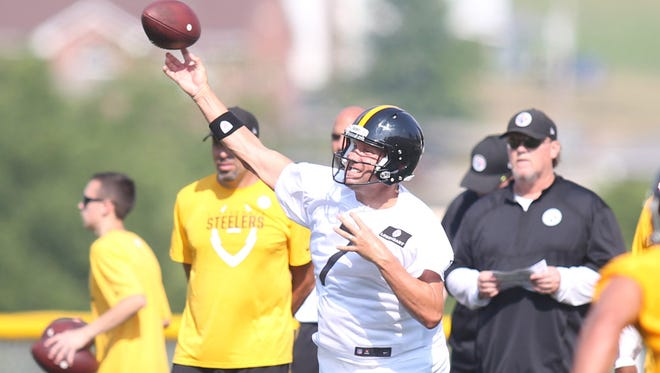 Steelers QB Ben Roethlisberger (7) fires a pass in training camp.