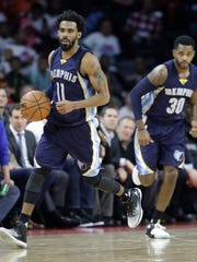 Memphis Grizzlies guard Mike Conley brings the ball up court during the second half of an NBA basketball game against the Detroit Pistons, Wednesday, Dec. 21, 2016 in Auburn Hills, Mich.