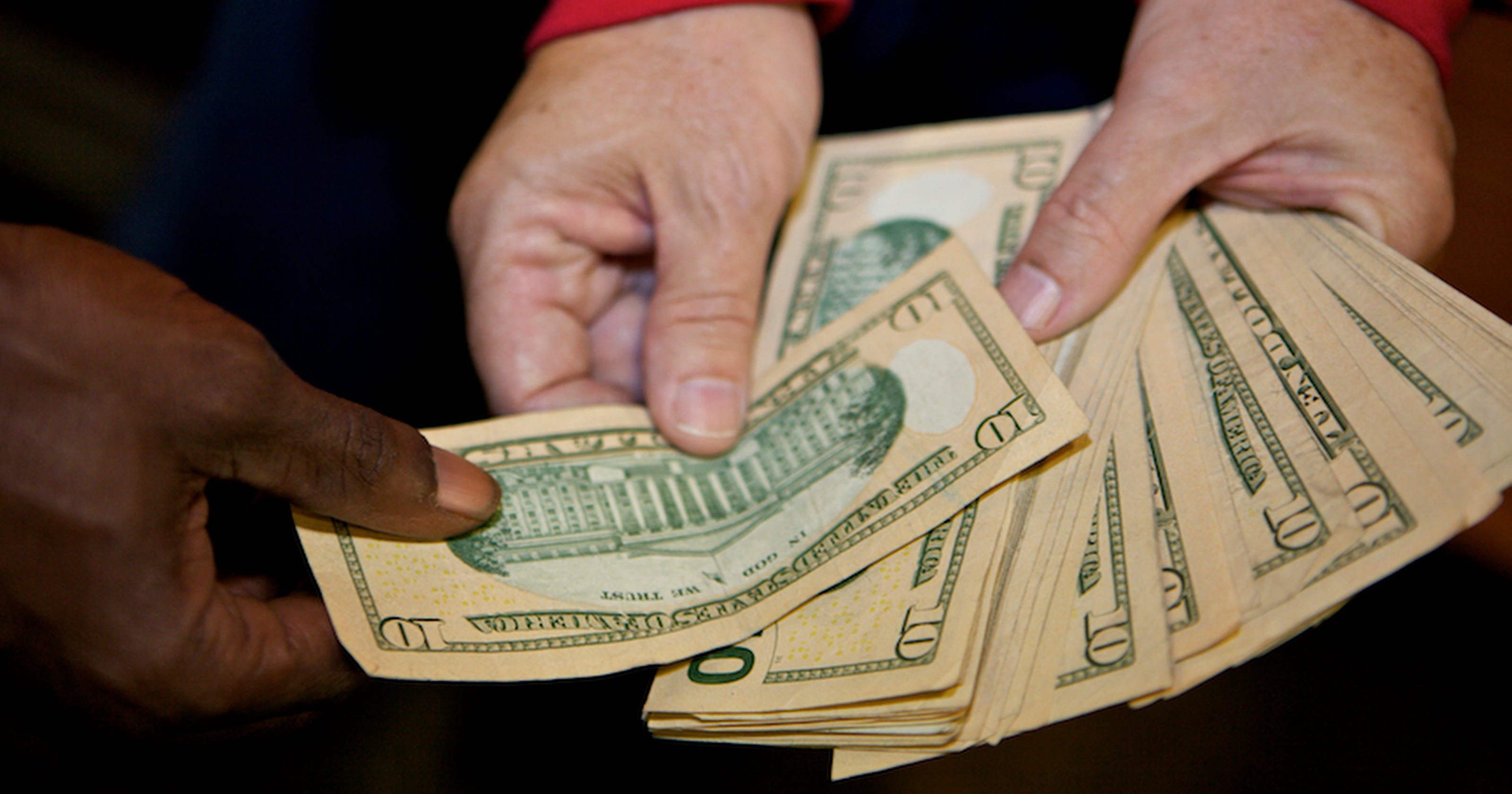holiday tipping who gets paid and how much