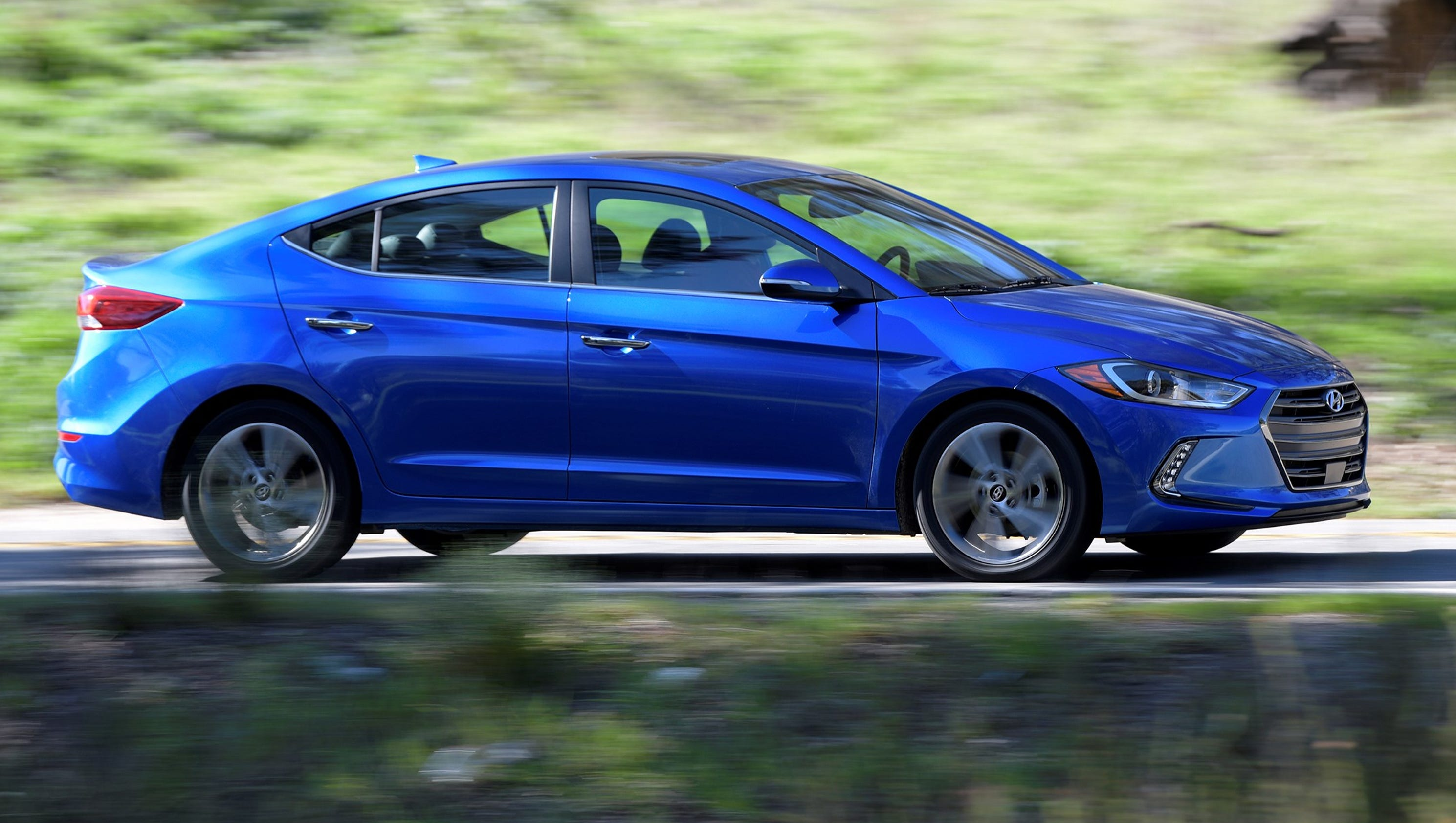 Which to buy? New Hyundai Elantra or Honda Civic