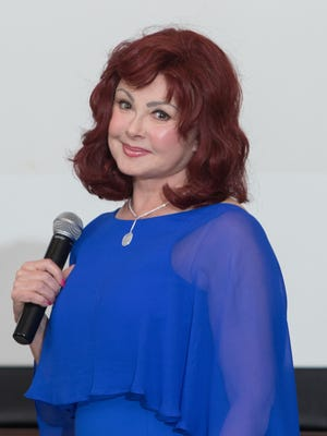 Naomi Judd speaks to employees of Morristown Medical Center.