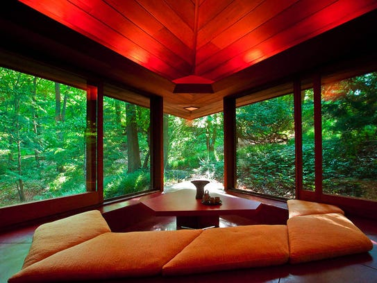 Two frank lloyd wright homes available to rent in mich for Palmer house ann arbor