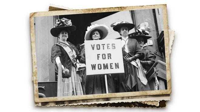 Actress Trixie Friganza between other suffragettes in New York in 1908.