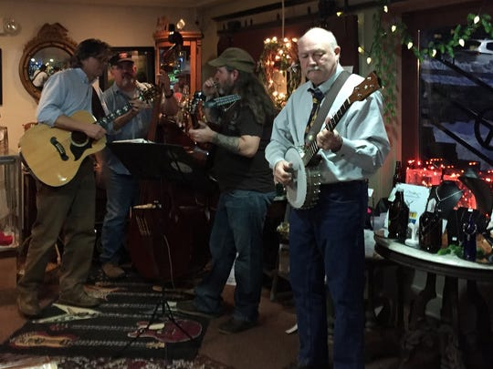Dog Gone Drifters playing at Shenandoah Hops on a Friday