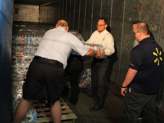 Employees of Walmart and Marion Polk Food Share restack