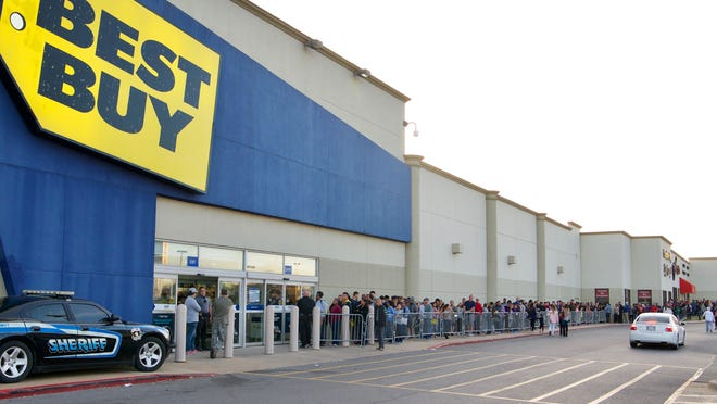 Shoppers wait in line at Best Buy on north May Avenue as part of the Thanksgiving Day sales Thursday, November 23, 2017. Photo by M. Tim Blake, for The Oklahoman