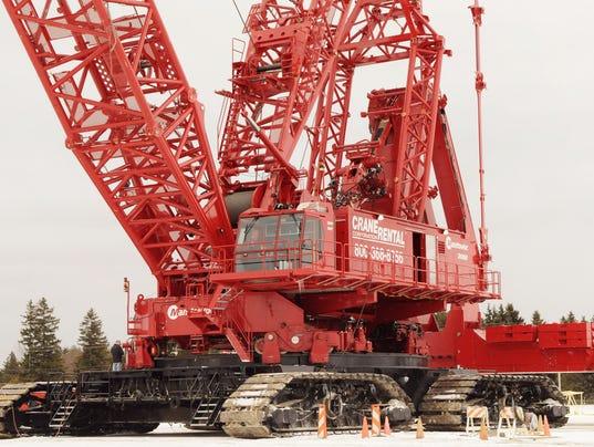 636064304280127949-Manitowoc-Crane.jpg
