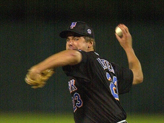 Mark Leiter Sr. pitches for the Mets during spring