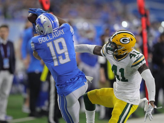Lions' Kenny Golladay makes a catch against the Packers'