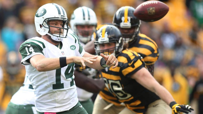 Jets quarterback Ryan Fitzpatrick passes the ball against the Pittsburgh Steelers during the fourth quarter of Sunday's game at Heinz Field.
