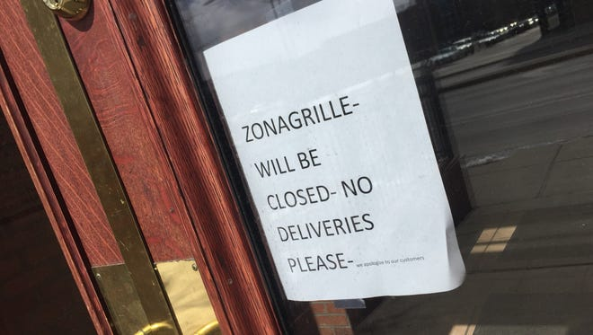 Zona and Co. Grille announced its closing by a sign posted on the restaurant's entrance door.