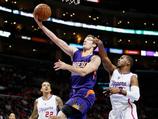 Goran Dragic drives to the basket past the Los Angeles