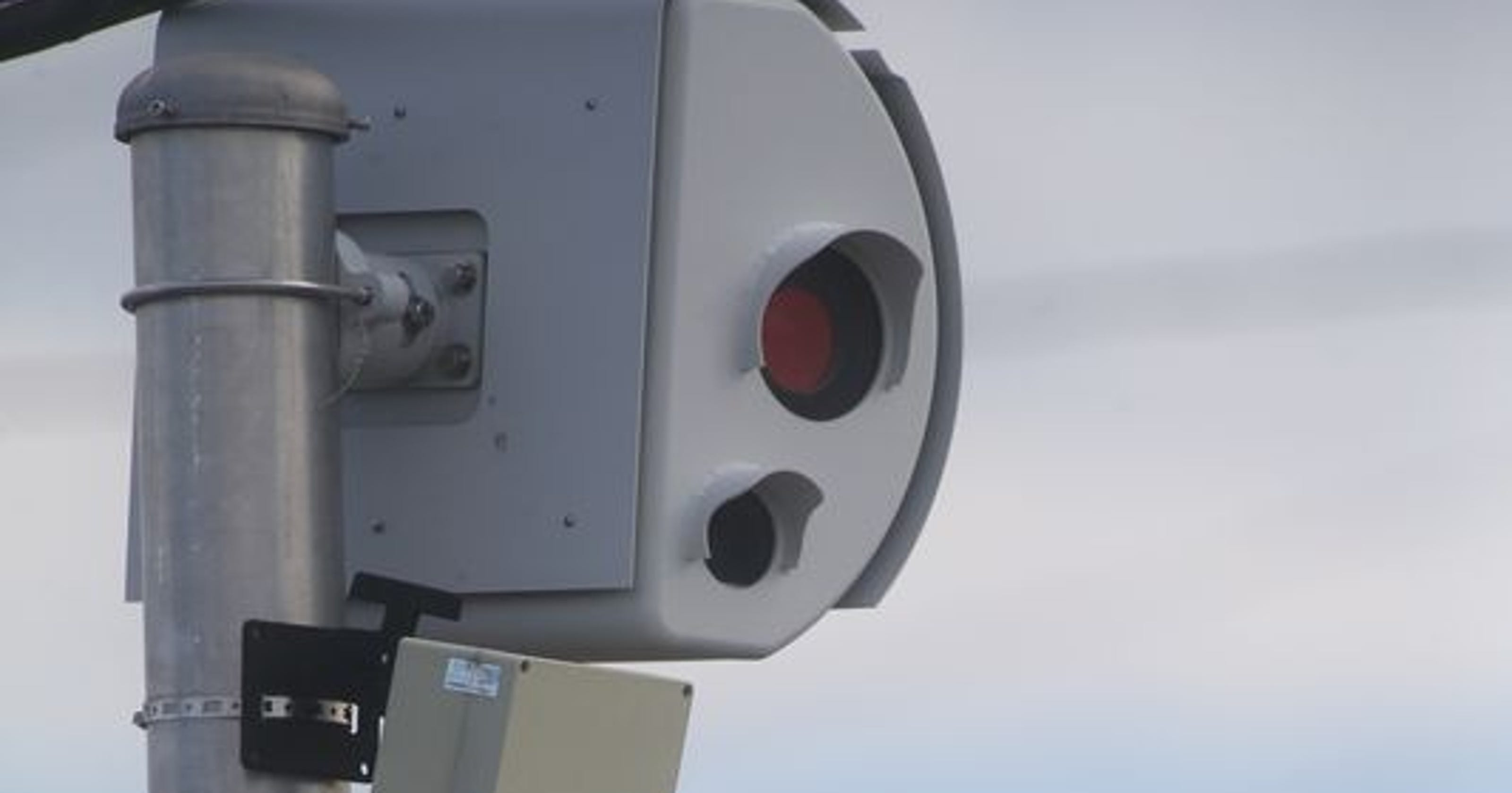 Red-light camera opponents seek to stop contract