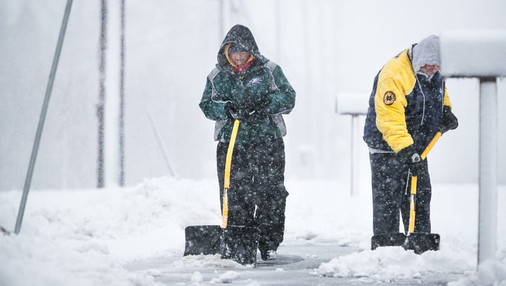 Spring nor'easter brings snow and causes crashes, closures, beach erosion