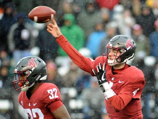 Washington State Cougars quarterback Luke Falk throws