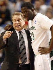 Michigan State head coach Tom Izzo talks with Draymond Green on March 22, 2009.