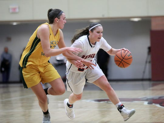 Michelle Sidor keeps the ball going in the right direction