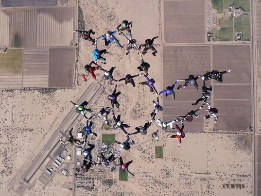 Skydiving-world-record.jpg