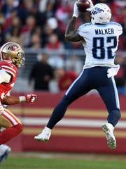 Titans tight end Delanie Walker (82) pulls in afirst
