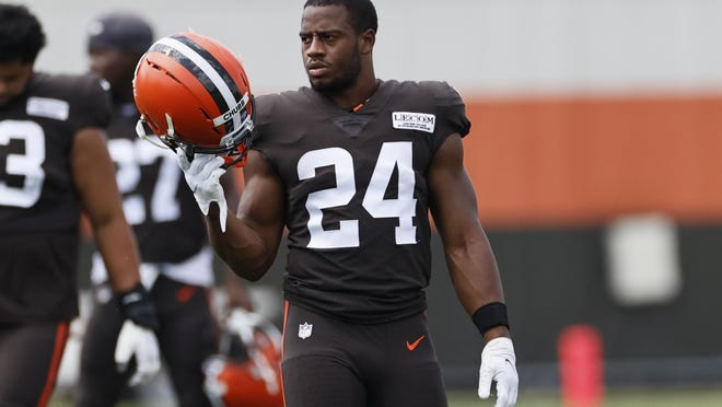 Cleveland Browns running back Nick Chubb takes the field during practice at the NFL football team's training facility Monday, Aug. 24, 2020, in Berea, Ohio.