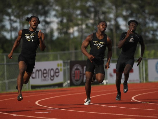 Lincoln's K'Cei Moses and Julius Norman run the 200