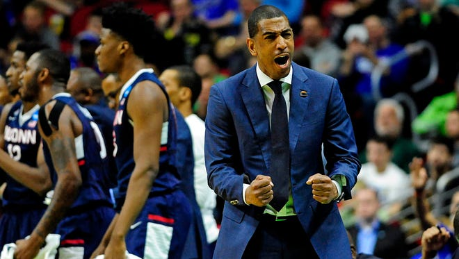 Connecticut Huskies head coach Kevin Ollie shouts instructions during the first round of the 2016 NCAA Tournament.