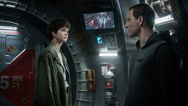 Daniels (Katherine Waterston) meets with her crew's resident android Walter (Michael Fassbender) in 'Alien: Covenant.'