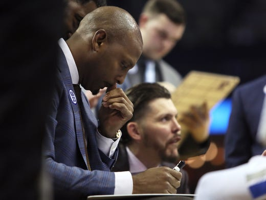 Memphis Tigers Head Coach Anfernee Hardaway works on