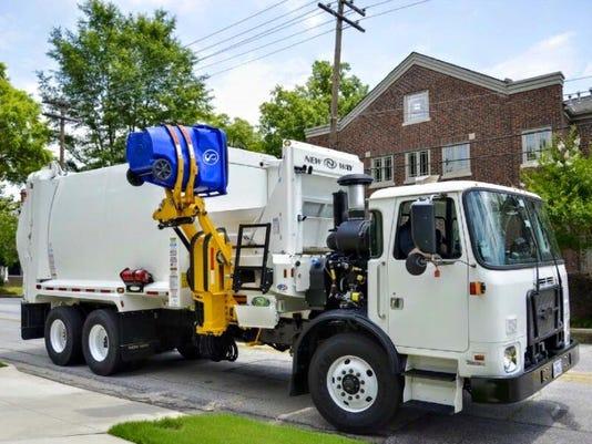 635933136632751938-garbage-truck.jpg