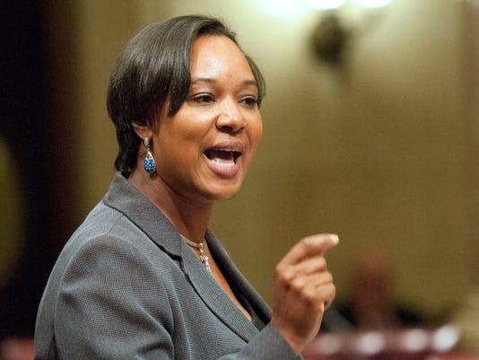 635616807209736786-Lena-Taylor-in-Senate-Session
