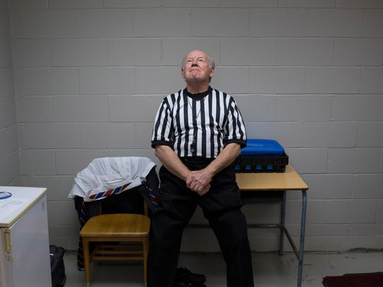 Referee Billy T. Haynes of Henderson, Ky., prepares