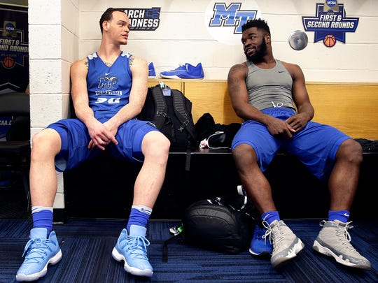 Middle Tennessee's Reggie Upshaw, left, and Giddy Potts