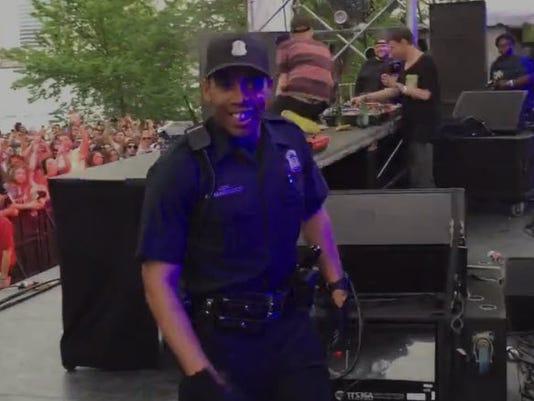635681450581225744-dancing-cop