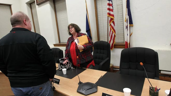 Muscatine Mayor Diana Broderson plans to make a proclamation requiring public mask wearing in the city.