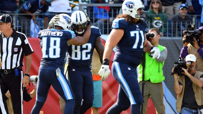 Titans tight end Delanie Walker, center, scored perhaps the most unusual touchdown in Week 10 on a halfback option pass from DeMarco Murray.