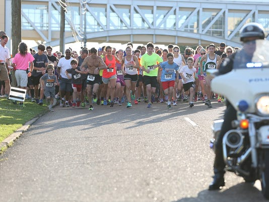 1 A large crowd participated in the Heavensthird Annual Twilight Run and Roo.JPG