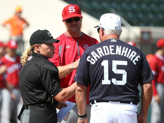 Detroit Tigers manager Ron Gardenhire, home plate umpire