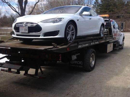 Lemon Suit Tests Tesla S Restrictive Sales Deals