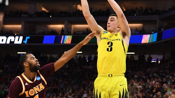 Mar 17, 2017; Sacramento, CA, USA; Oregon Ducks guard Payton Pritchard (3) shoots the ball over Iona Gaels guard Sam Cassell Jr. (1) in the first round of the 2017 NCAA Tournament at Golden 1 Center. Mandatory Credit: Kyle Terada-USA TODAY Sports